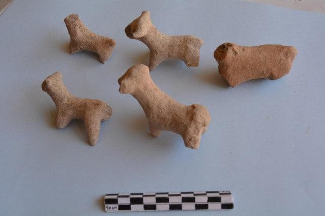 Alcuni degli oggetti rinvenuti nel sito di Gird Lashkir (UAB)
