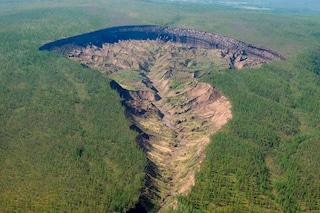 """Siberia, si apre enorme voragine: la chiamano """"La porta dell'Inferno"""""""