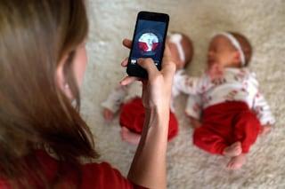 Ecco perché le neo mamme pubblicano tante foto dei figli su Facebook