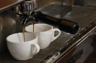 Caffè, 5 tazzine al giorno sono il limite consentito dalla scienza: i rischi di berne di più