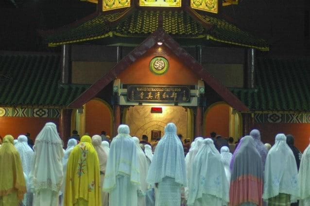 La vigilia del Ramadan a Surabaya, in Indonesia.