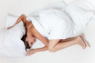 Parlare nel sonno: cause e rimedi del sonniloquio