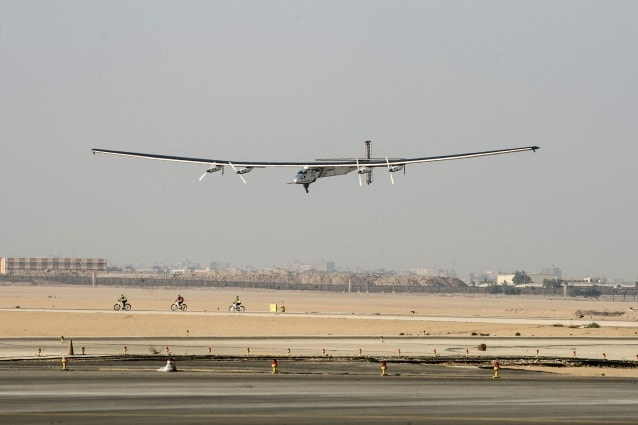 Solar Impulse 2 atterra presso il Cairo International Airport, il 13 luglio del 2016