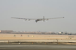 Solar Impulse è atterrato al Cairo, missione (quasi) compiuta