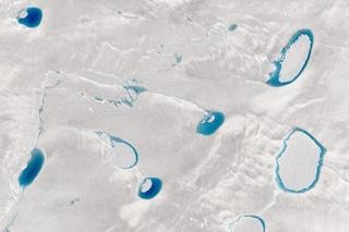 Questi affascinanti laghi preoccupano molto gli scienziati