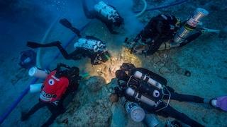 Uno scheletro sommerso nel relitto di Anticitera