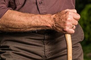 Perdita del controllo dei movimenti: cos'è il Parkinson, quali sono i sintomi e la cura
