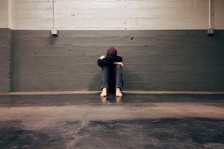La cocaina può peggiorare il disturbo bipolare, ma non lo innesca: cosa dicono gli esperti