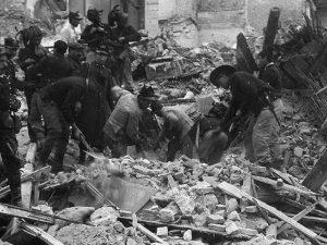 Messina distrutta in seguito al terremoto del 28 dicembre 1908 (Wikipedia).