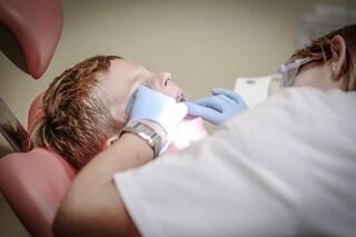 I denti si riparano da soli, addio otturazioni grazie a un farmaco per l'Alzheimer
