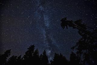 Nel cielo di luglio sciami di meteore e 'danze' tra la Luna, Giove, Saturno e Venere