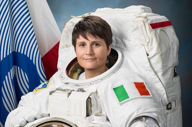 Samantha Cristoforetti, con indosso una tuta per le attività EVA - Foto di NASA