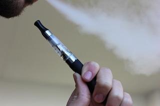 Sigarette elettroniche e cancro: trovate 3 sostanze che aumentano il rischio