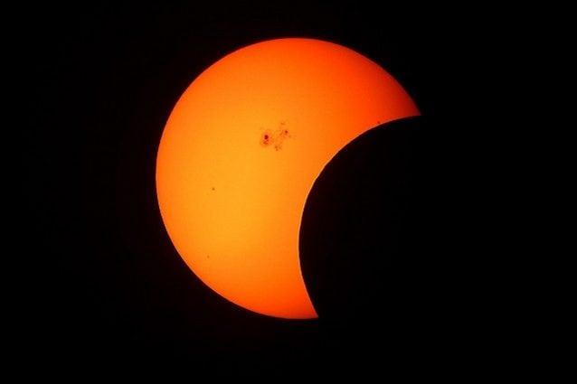 partial-solar-eclipse-1154215_1280