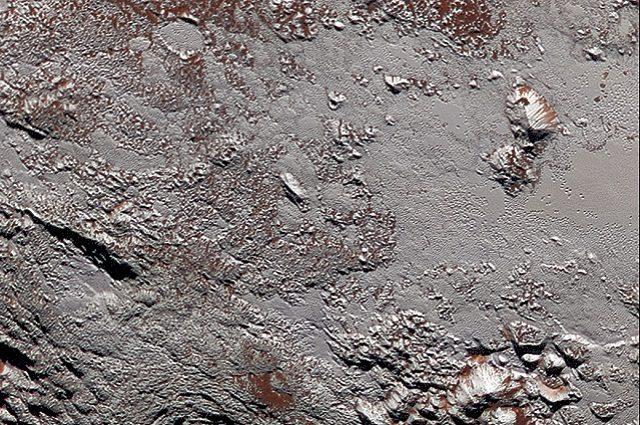 Dettaglio della superficie di Plutone