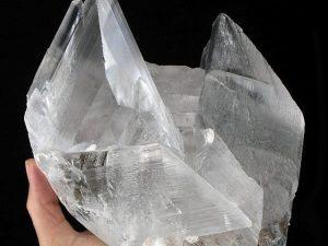 Un cristallo di selenite, dove sono stati rinvenuti gli antichi microorganismi