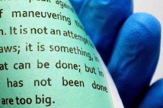 Sembra carta ma può essere stampata più volte senza inchiostro: la stampa del futuro