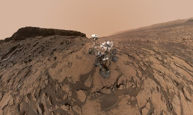 Un 'selfie' di Curiosity su Marte: Foto di NASA https://www.nasa.gov/mission_pages/mars/images/index.html