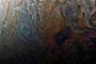 Le nubi di Giove sembrano un dipinto a olio: di cosa sono fatte e perché le studiamo