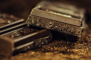 60 grammi di cioccolato fondente a settimana aiutano davvero il cuore: ecco i benefici