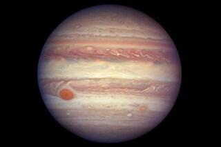 Giove, il Sole e la Terra si allineano: lo straordinario scatto di Hubble