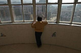 Autismo, il trapianto di feci dimezza i sintomi: ecco perché l'intestino è importante