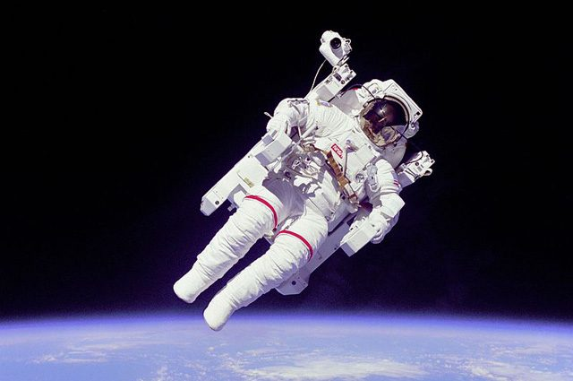 L'astronauta della NASA Bruce McCandless: Foto di NASA