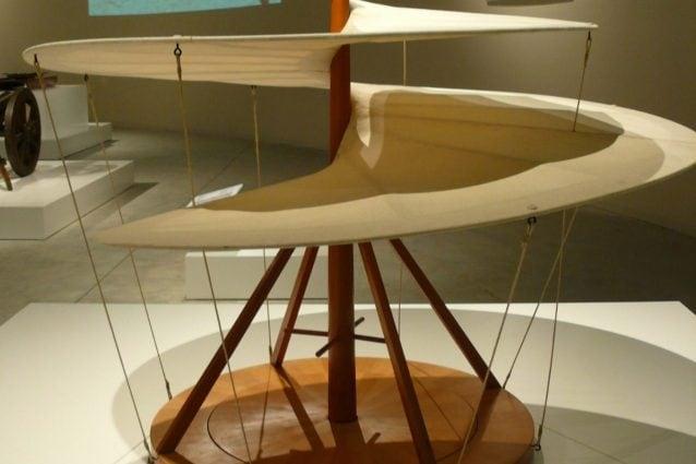 La macchina volante a elica di Leonardo Da Vinci in una ricostruzione.