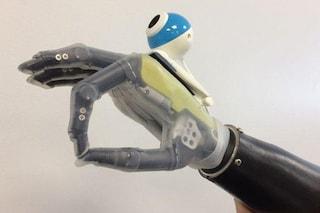 Nuova speranza per i pazienti amputati: protesi intelligente 'vede' gli oggetti e li afferra