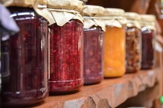Botulino, intossicazione dalle conserve: come riconoscerlo per evitarlo e perché è pericoloso