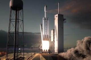 Il Falcon Heavy pronto al decollo: il razzo che ci riporterà sulla Luna debutterà tra 4 mesi