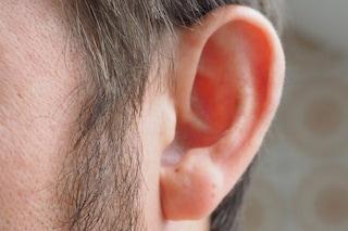 Non sentono, ma 'ascoltano' i volti: come funziona il cervello delle persone sorde