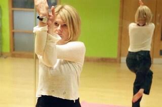 Lo yoga aumenta l'autostima: ecco le posizioni che ci fanno sentire più sicuri