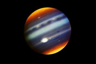 Giove ha un'atmosfera tempestosa: le nuove immagini mostrano dettagli inediti