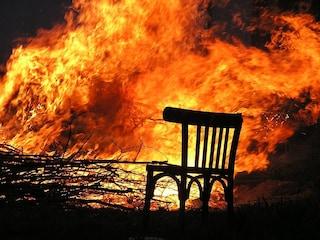 La combustione umana spontanea non esiste, ma attenti a non ubriacarvi davanti al camino