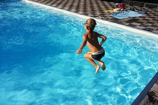 Morire annegati nel proprio letto è possibile: cosa sono l'annegamento a secco e secondario