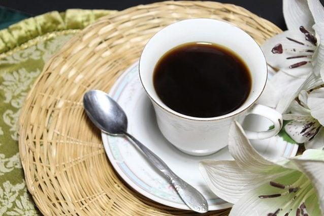 Caffè, 4 tazze al giorno dimezzano il rischio di morte