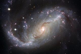Il magnetismo cosmico spiegato da una galassia a 5 miliardi di anni luce da noi