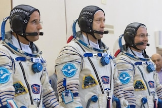 La Stazione Spaziale Internazionale è di nuovo al completo: nuovi compagni per Paolo Nespoli