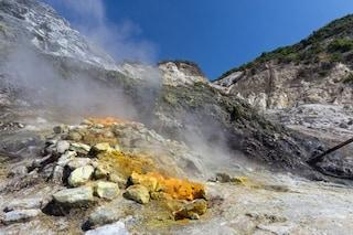 Campi Flegrei, il magma ha ricominciato il suo ciclo di vita 'infernale': rischio esplosione?