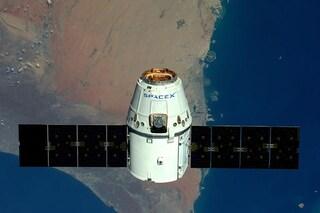 Capsula Dragon con 2 tonnellate di esperimenti della Stazione Spaziale rientrata sulla Terra