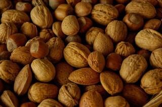 Obesità, la frutta secca riduce il rischio di ingrassare