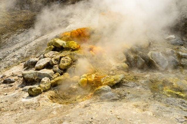 Campi Flegrei, popolazione a rischio? Sorgente di magma preoccupa gli esperti