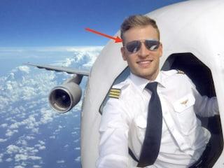 Selfie del pilota ad alta quota? Ecco il dettaglio che svela l'inganno