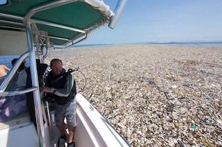 I Caraibi trasformati in un'isola di plastica: immagini shock della discarica a cielo aperto