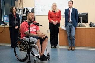 Andrew si alza in piedi dopo 6 anni di paralisi grazie ad un trattamento innovativo