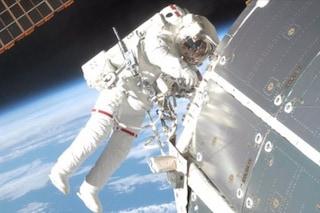 Passeggiata 'spaziale' per gli astronauti dell'ISS: da Nespoli arrivano immagini spettacolari