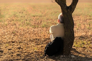 Cancro, gli uomini muoiono 6 anni prima delle donne e affrontano la malattia da soli
