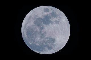 Occhi al cielo per la Luna Ghiacciata: perché si chiama così, quando e come vederla