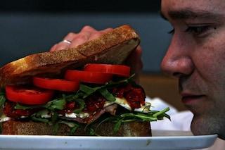 Mangiare di notte fa male alla salute: pericolo per il cuore e rischio diabete